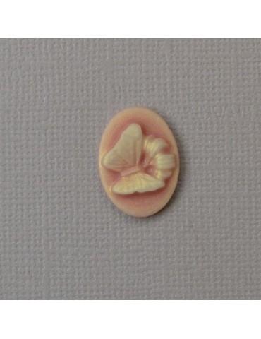 Petit camée papillon en résine rose