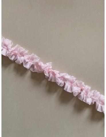 Perles sur voile plissé rose