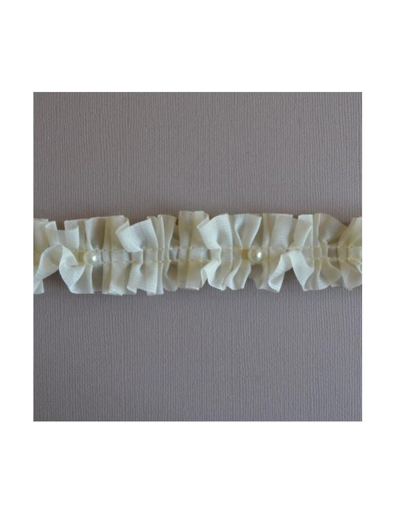 perles sur voile plissé ecru